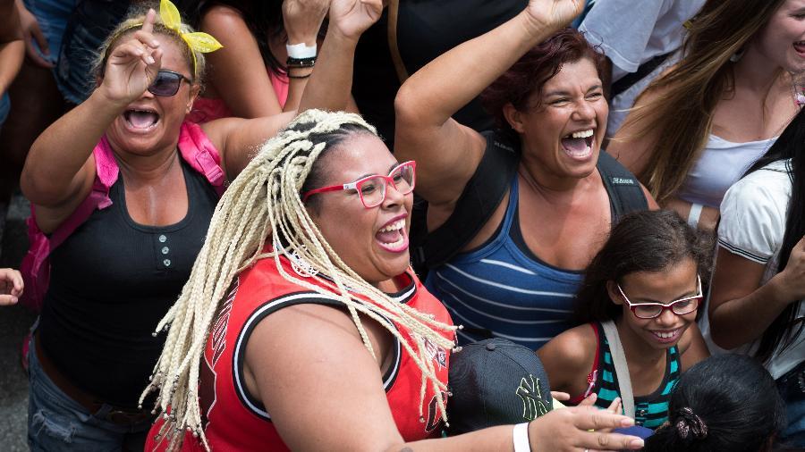 Público se diverte no bloco pré-Carnaval de comemoração aos 463 anos da cidade de São Paulo, em 25 de janeiro - Débora Klempous/UOL