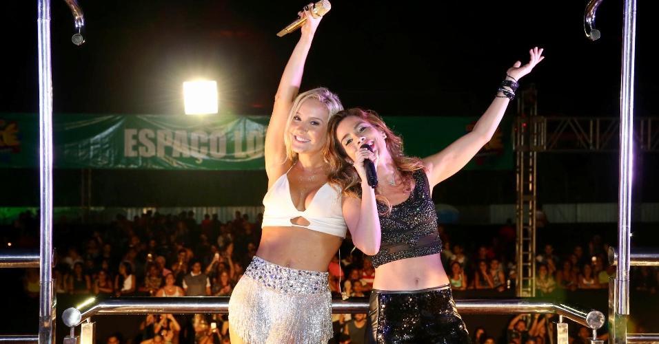 04.fev.2017 - Claudia Leitte recebe Netinho e Wanessa Camargo na festa Axé Minas com Bahia, no sábado (4), em Belo Horizonte. Ela rendeu homenagem a Netinho, que retorna em 2017 ao Carnaval de Salvador