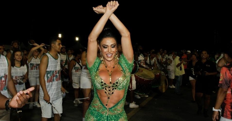 14.jan.2016 - Gracyanne Barbosa reina no ensaio técnico da X-9 Paulistana no Anhembi