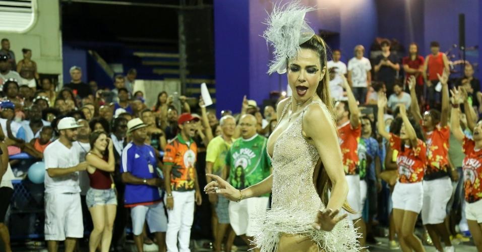 29.jan.2017 - A escola de samba Grande Rio fez seu ensaio técnico neste domingo na Sapucaí e reuniu na avenida suas beldades, como Luciana Gimenez