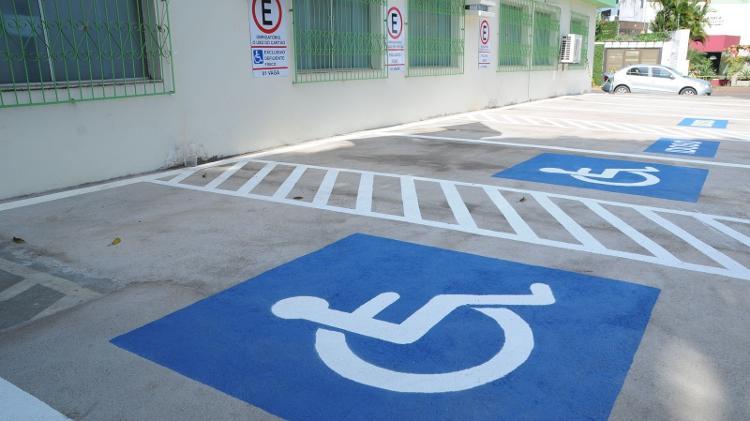 Vagas para deficientes -  -