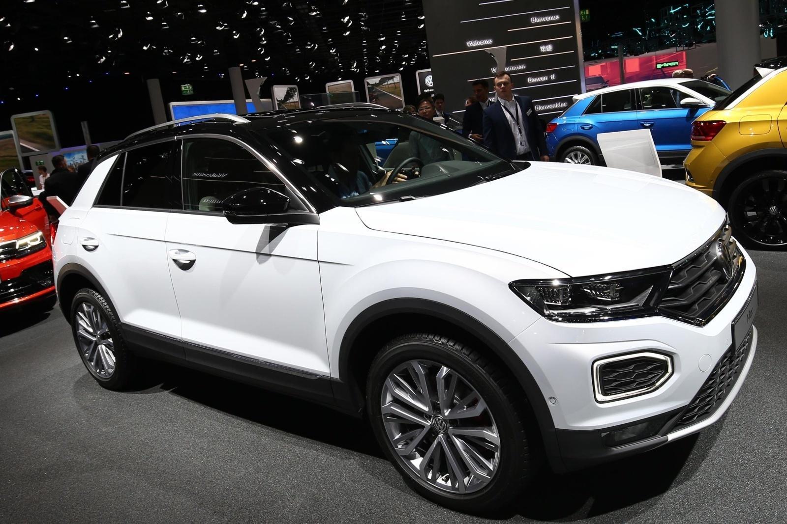 Volkswagen T Roc Da Pistas De Como Sera O T Cross Suv Que Chega Em 2018 23 09 2017 Uol Carros