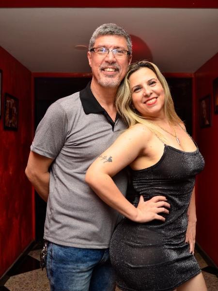 """Escritores do livro """"Casamento com Pimenta"""", o Casal Pimenta, como é conhecido, organiza festas liberais há 18 anos - Divulgação"""
