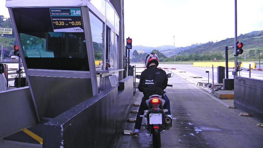 Presidente Jair Bolsonaro prometeu isentar motocicletas da cobrança da tarifa de pedágio em rodovias federais - Infomoto