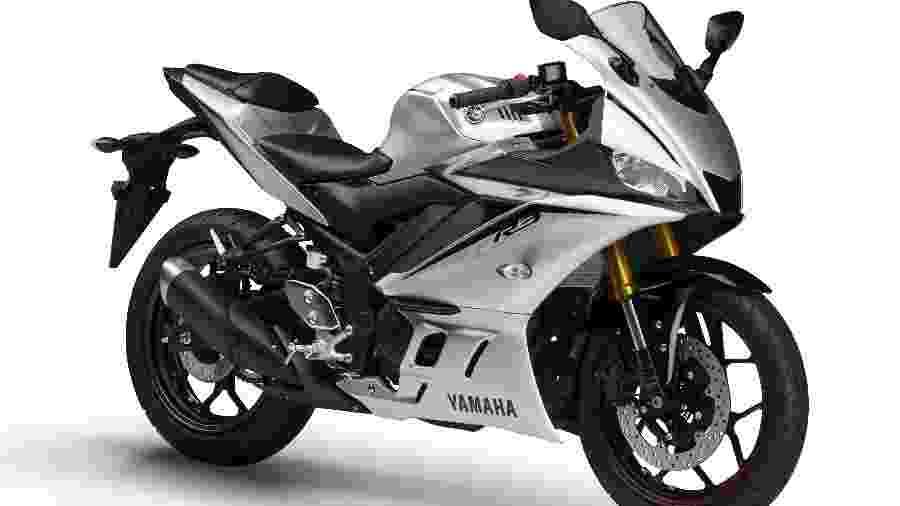 Cor prata é novidade no modelo, que tem motor de dois cilindros e 321 cm³ com 42 cavalos de potência - Divulgação