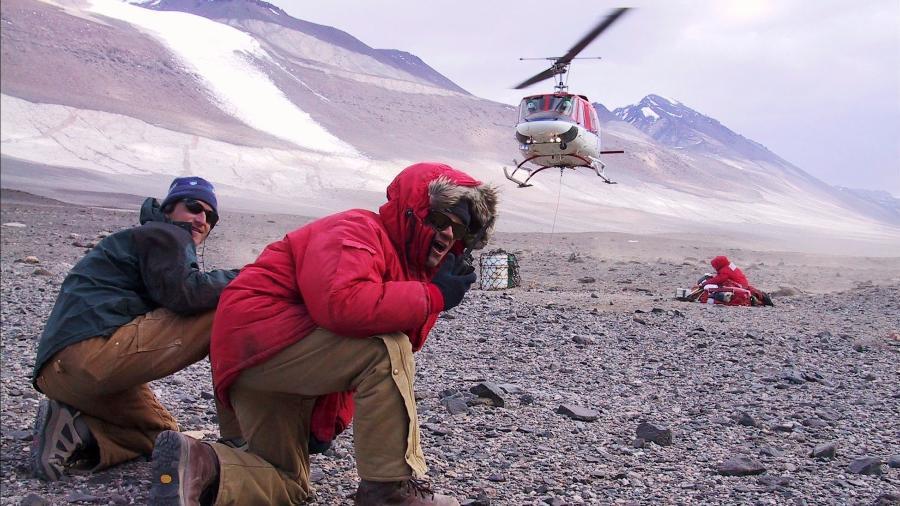 Abaixar para se aproximar ou se afastar de alguns helicópteros evita acidentes que podem ser fatais - Geoffrey Gilbert/National Science Foundation