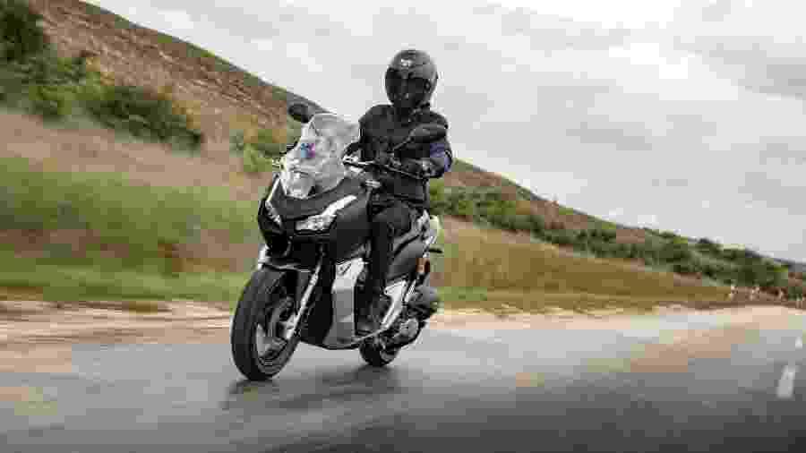"""ADV 150 usa mesmo motor da PCX 150, mas tem suspensões mais robustas e proposta de ser uma scooter """"aventureira"""" - Divulgação"""
