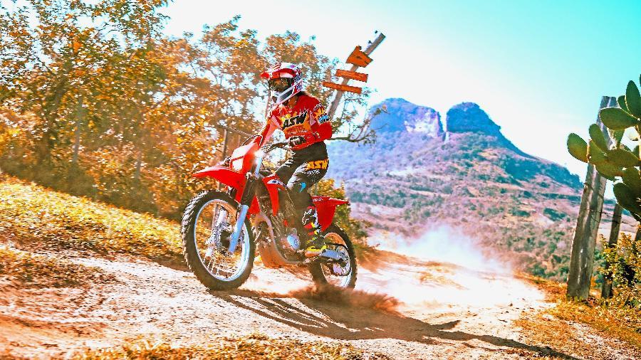 Honda CRF 250F 2022 é indicada para quem está começando no motociclismo fora de estrada; preço parte de R$ 17.550 - Divulgação