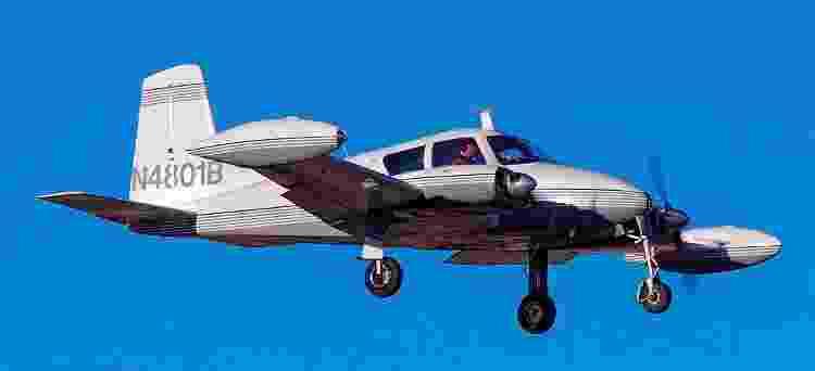 Cessna 310 com reservatório externo de combustível pousa no aeroporto de Las Vegas, nos EUA - Divulgação/Tomás Del Coro - Divulgação/Tomás Del Coro