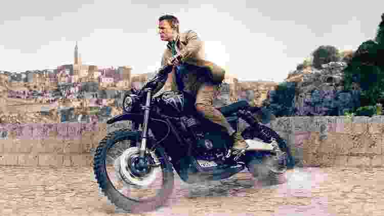 Scrambler 1200 Edição James Bond tem pintura semelhante à da moto que aparece no cartaz do filme  - Reprodução