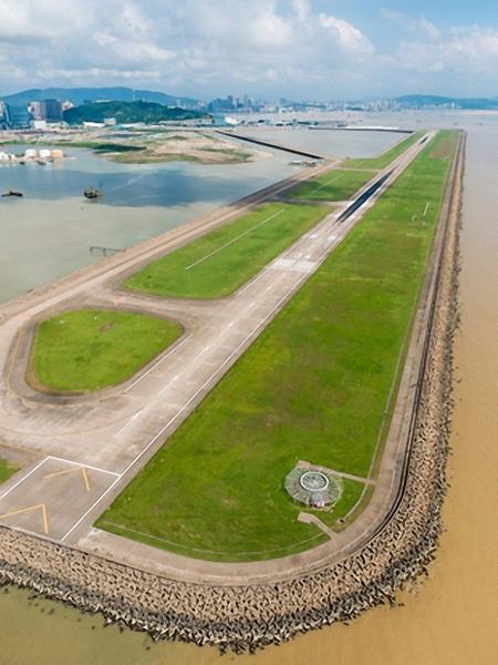 Aeroporto de Macau tem pista construída em uma ilha artificial - Divulgação/Aeroporto de Macau