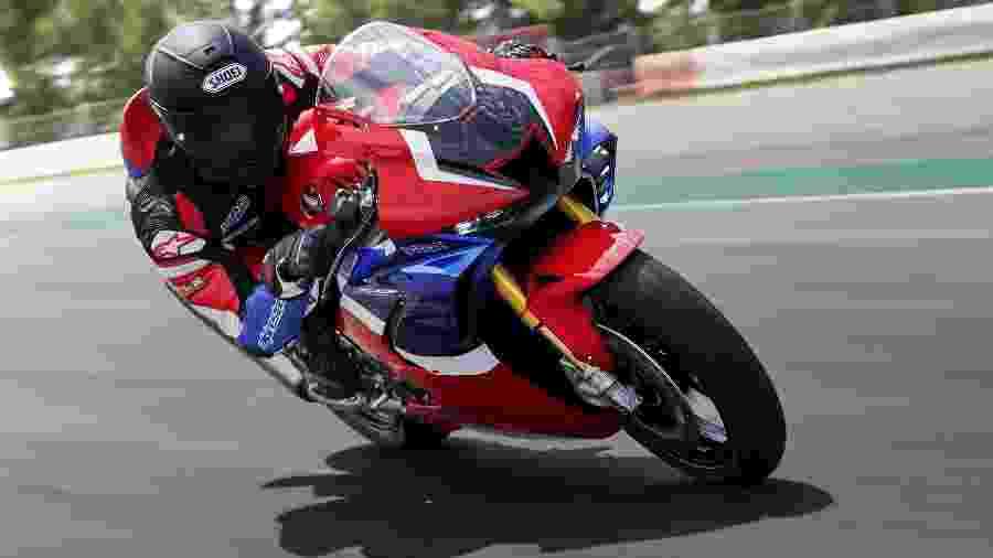 Eric Granado vai estrear no Mundial de Superbike com a nova geração da Fireblade no próximo final de semana, no autódromo de Estoril em Portugal  - Divulgação