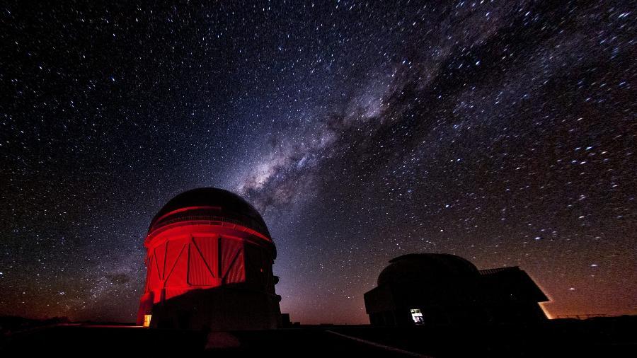 O telescópio Blanco utilizado pelos cientistas para realizar o Levantamento de Energia Escura, que usou imagens de 226 milhões de galáxias - Reidar Hahn/ Fermilab