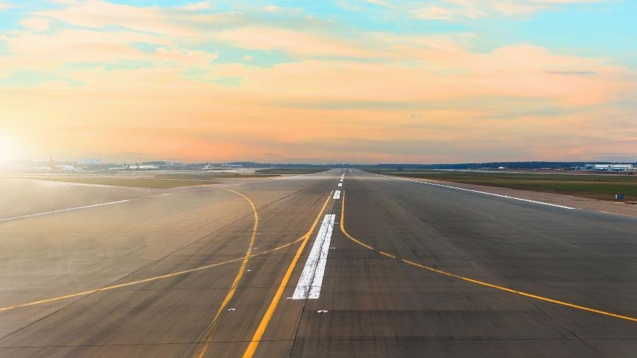Pistas de aeroportos não são necessariamente planas, o que pode melhorar o escoamento de água e reduz custos com obras - Divulgação/Airbus