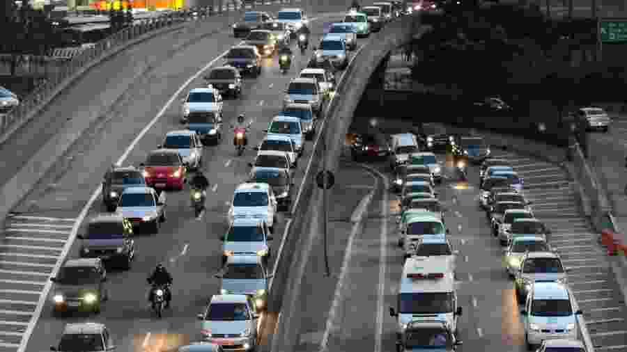 Texto-base aprovado pela Câmara permite a passagem de motocicletas no espaço formado entre os carros - M. Maranhão/Infomoto