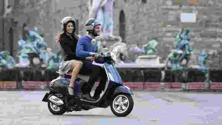 Na segunda fase de reabertura na Itália, não é permitido levar garupa na moto - Divulgação