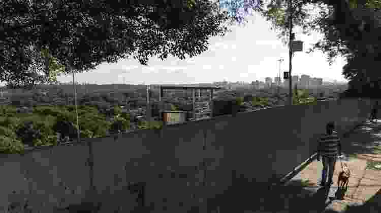 Praça Pôr do Sol com tapumes. - Mathilde Missioneiro/Folhapress - Mathilde Missioneiro/Folhapress