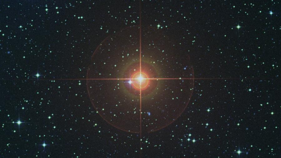 Imagem de uma estrela gigante vermelha, como a estudada pelos astrônomos brasileiros - Digitized Sky Survey