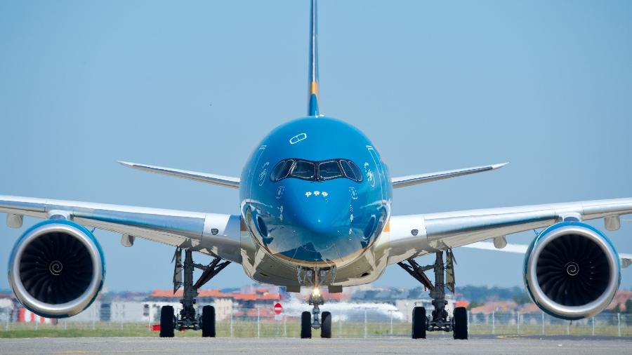 Avião manobra no solo com ajuda de uma espécie de volante e dos pedais - Divulgação/Airbus