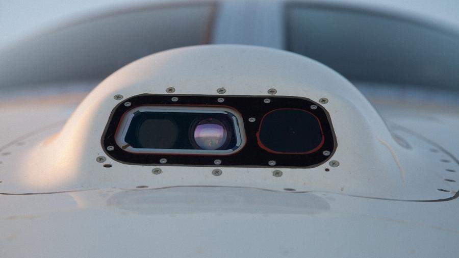Sistema de visão aprimorada (EVS, da sigla em inglês para Enhanced Vision System) instalado no nariz de um avião - Divulgação/Embraer