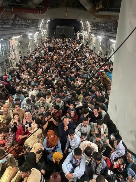 Avião C-17 decolou com 823 afegãos do Afeganistão, seis vezes sua capacidade - Divulgação/15.ago.2021/Comando de Mobilidade Aérea dos EUA