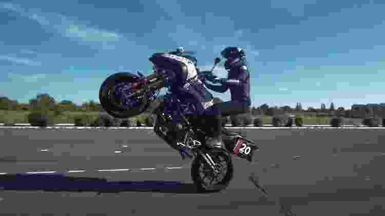empinar a moto - Reprodução/YouTube - Reprodução/YouTube