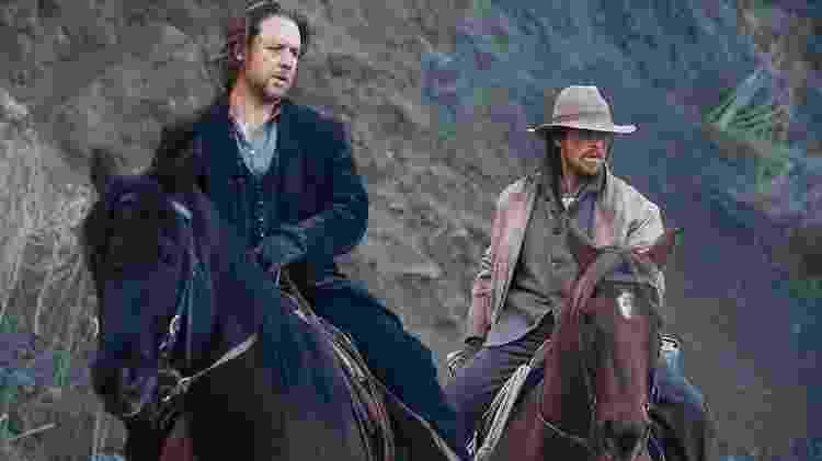 "Russell Crowe e Christian Bale em ""Os Indomáveis"" - Netflix"