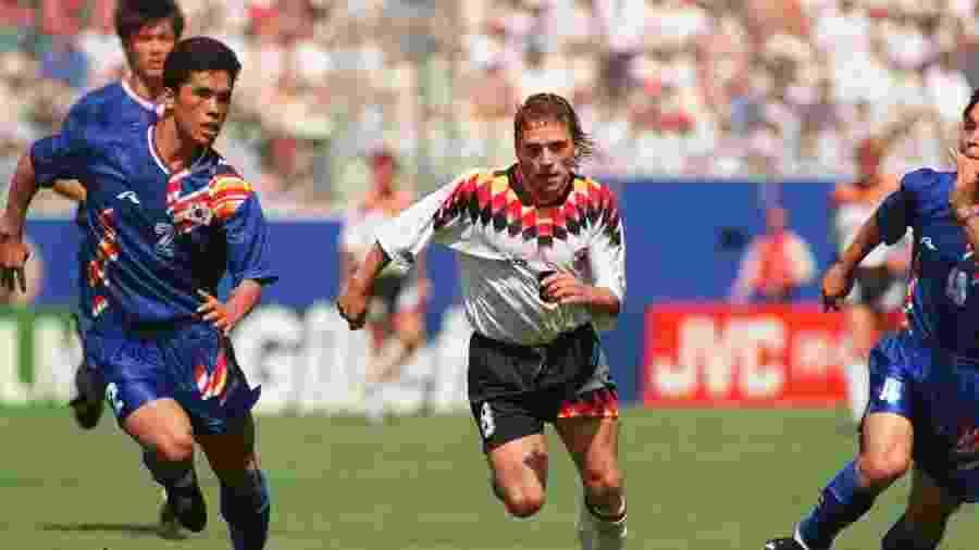 Thomas Hassler, durante jogo entre Alemanha e Coreia do Sul na Copa do Mundo de 1994, que completa 24 anos - Simon Bruty/Getty Images