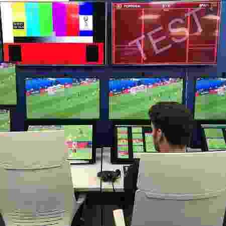 Sala do VAR da Copa do Mundo de 2018, em Moscou - Julio Gomes/UOL