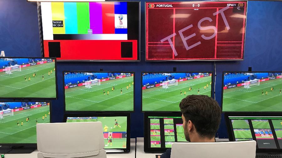 Sala do Árbitro de Vídeo para a Copa da Rússia - Julio Gomes/UOL