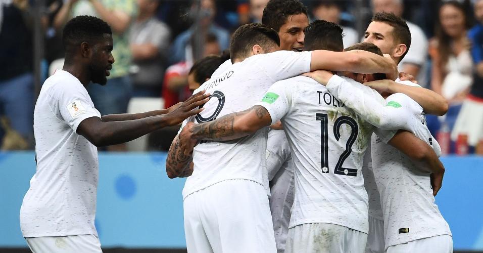 Jogadores da França comemoram gol contra o Uruguai nas quartas de final da Copa do Mundo
