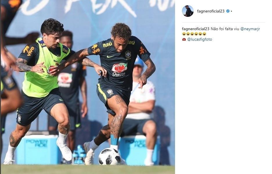 Fagner posta foto com Neymar em treino