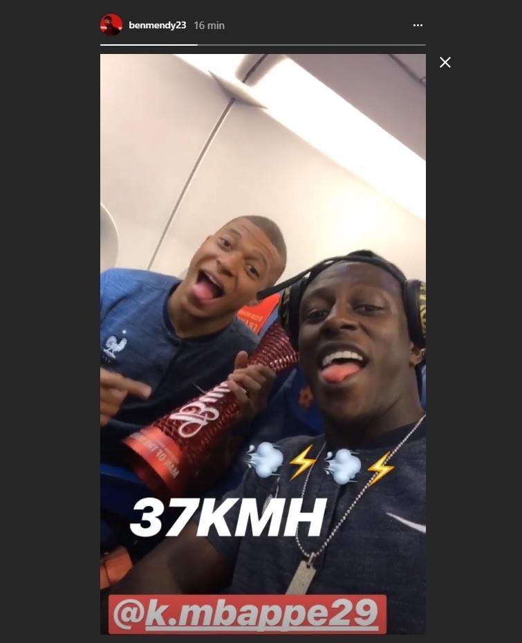 Mendy brinca com Mbappé após arrancada: