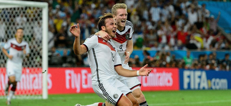 Götze e Schürrle comemoram gol do título: distantes da Rússia  - Matthias Hangst/Getty Images