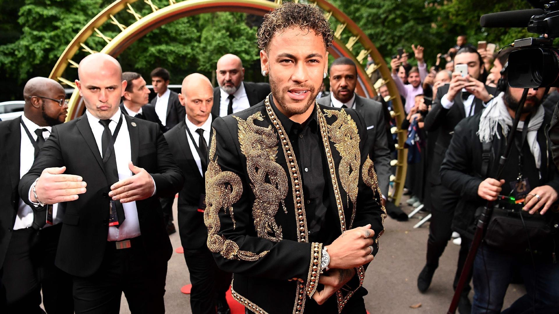 O atacante Neymar em premiação do Campeonato Francês