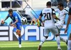 Brasil se salva com gols nos acréscimos e vence a primeira na Copa do Mundo - AFP PHOTO / Paul ELLIS
