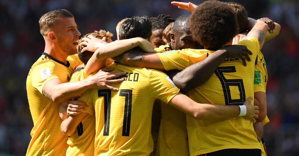 Jogadores comemoram gol de Eden Hazard aos 6min do primeiro tempo de Bélgica x Tunísia