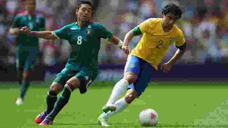 Rafael protege a bola de Marco Fabián na final masculina de futebol da Olimpíada de 2012, em Londres, entre Brasil e México - Jamie McDonald - FIFA/FIFA via Getty Images - Jamie McDonald - FIFA/FIFA via Getty Images
