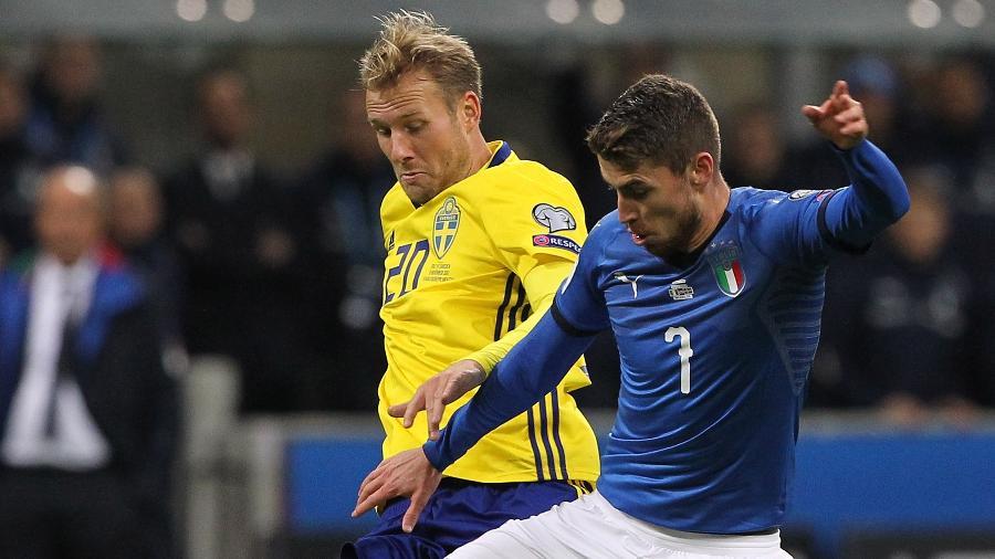 Jorginho em ação pela Itália durante jogo contra a Suécia - Marco Luzzani/Getty Images
