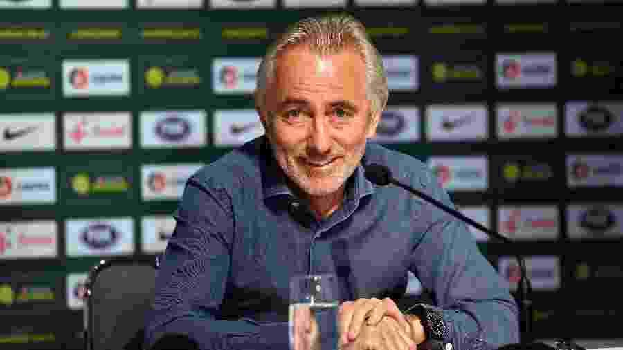 Bert van Marwijk, técnico da seleção da Austrália - AFP PHOTO / SAEED KHAN