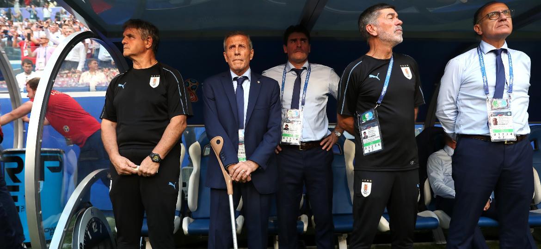 Tabárez (de terno) gostou da atuação uruguaia diante da Rússia nesta segunda-feira - Michael Steele/Getty Images