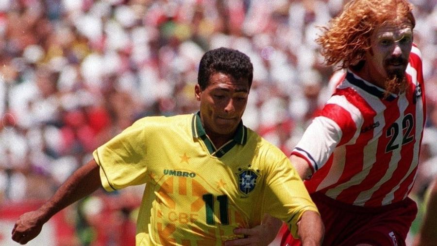 Lalas marca Romário nas oitavas de final da Copa de 1994 - Thomas Kienzle/ATP