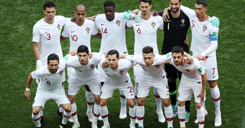 Time português posado antes da partida Portugal x Marrocos