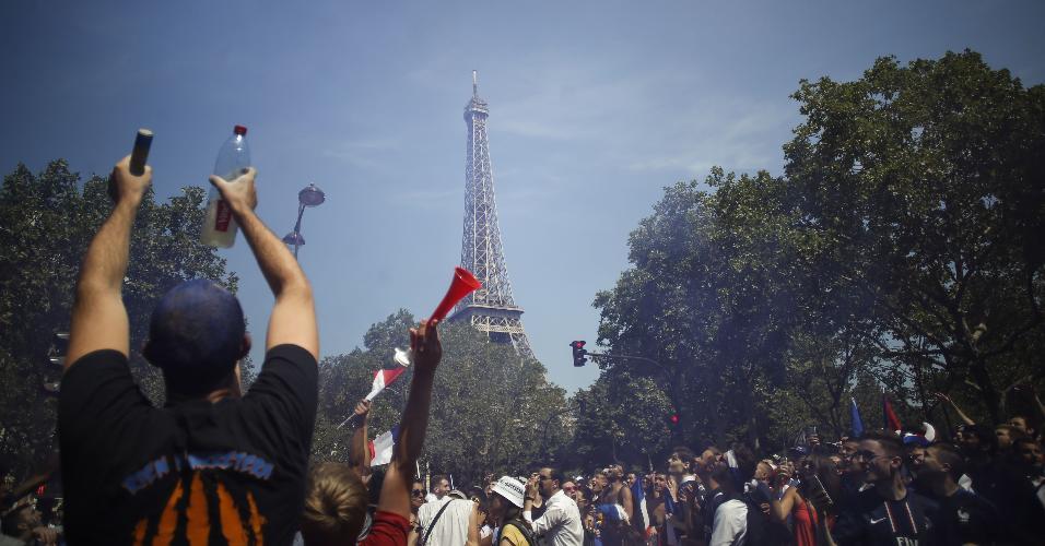 Paris Torre Eiffel Torcida