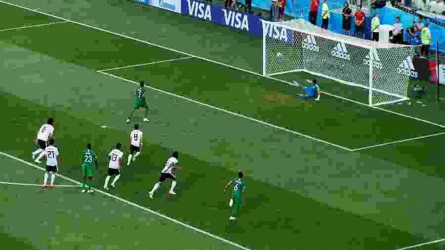Saudita Salman Al Faraj faz gol de pênalti contra o Egito durante a Copa do Mundo da Rússia - REUTERS/Jason Cairnduff