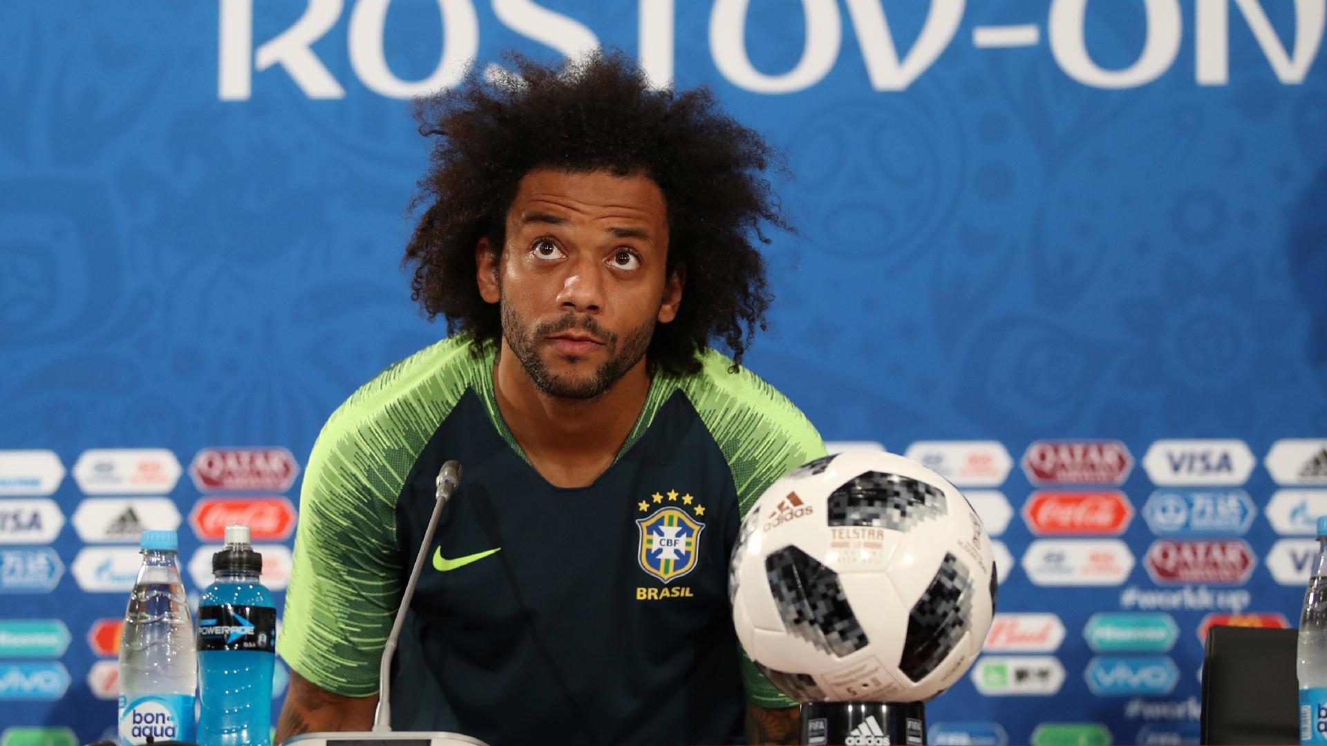 Marcelo concede entrevista coletiva após treino da seleção brasileira