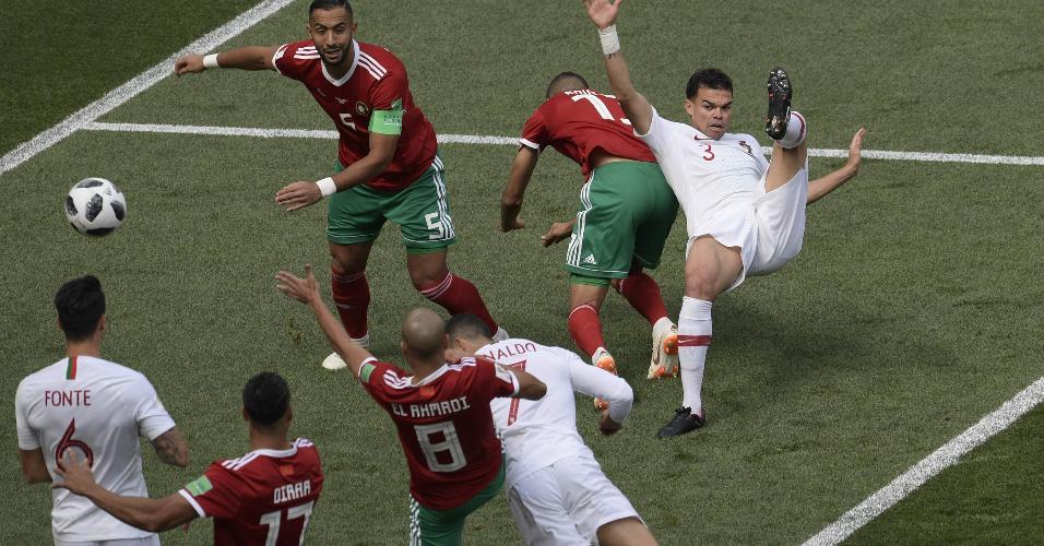 Cristiano Ronaldo cabeceia para marcar primeiro gol de Portugal x Marrocos
