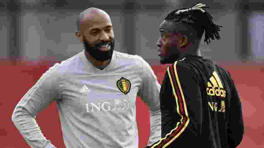 Henry conversa com Batshuayi durante treino da seleção belga - Yuri Cortez/AFP
