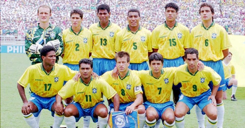 Branco (número 6) marcou o gol da vitória na semifinal de 1994