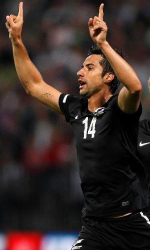 Rory Fallon, atacante da Nova Zelândia, comemora gol marcado contra a Eslovênia